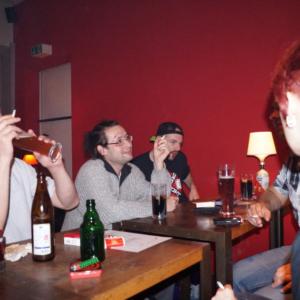 Gäste am langen Tisch