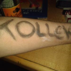 """Kreide-""""Tattoo""""auf einem Arm"""