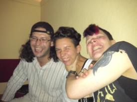 Yunus, Maja, Schall und Rauch