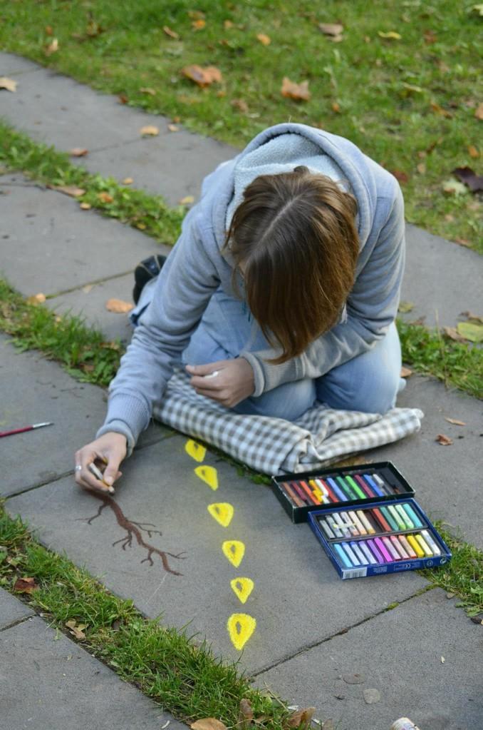 Frau Fenster - Straßenkunst