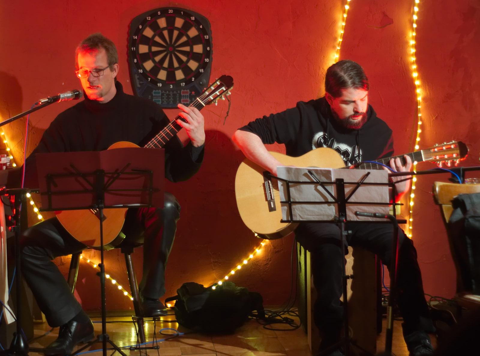Speerträger und FrustraDead auf der kleinen Bühne im Hesseneck