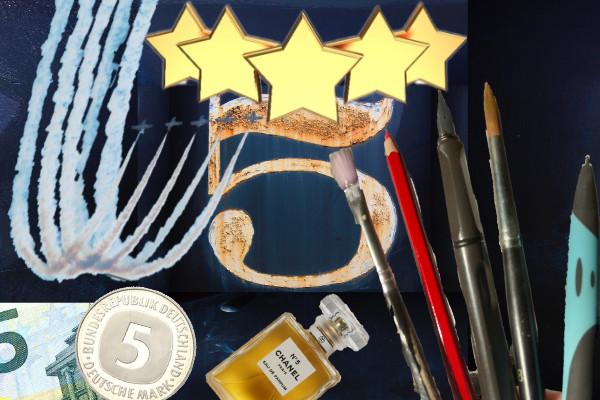 Collage aus verschiedenen Symbolen für fünf: Stück eines 5-Euro-Scheins, 5-Mark-Münze, 5 Sterne, große Ziffer 5 in Goldfarbe, Kunstflugstaffel aus fünf Flugzeugen, eine Flasche Chanel No. 5 und fünf Werkzeuge: Borstenpinsel, Buntstift, Füller, Haarpinsel und Kugelschreiber