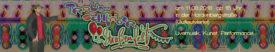 """ein bunter Flyer mit Elementen vom Jahrmarkt. am linken Rand steht ein Mann und zeigt aufgeregt auf den Schriftzug """"Straßenfest"""". Weiterer Text: """"Traumschläger Straßenfest - am 11.08.2018 ab 15 Uhr in der Hardenbergstraße (Gutleutviertel), mit Livemusik, Kunst, Performance..."""""""